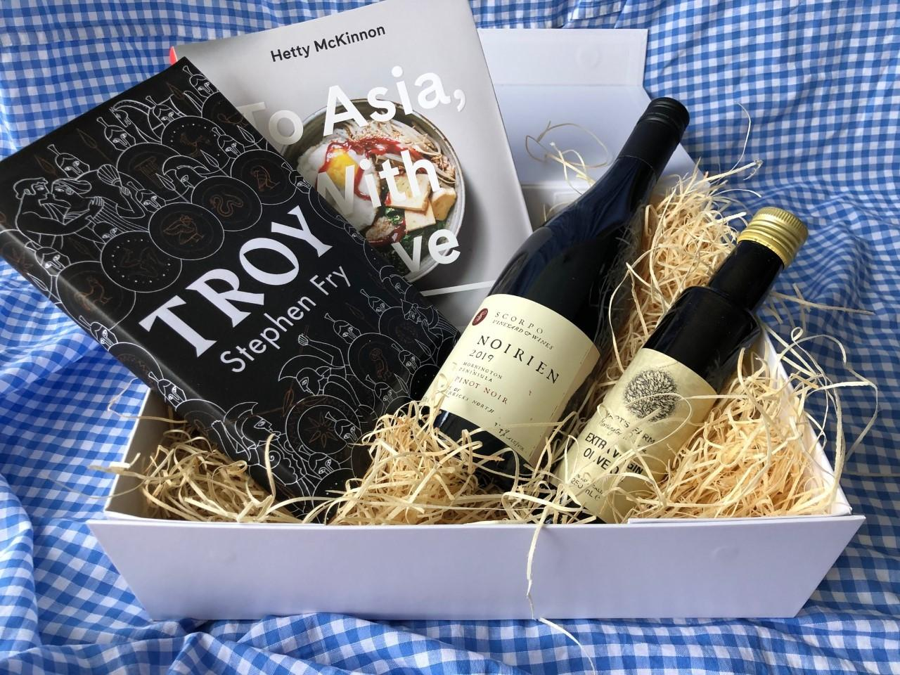 Readings Hamper: The Classic Hamper